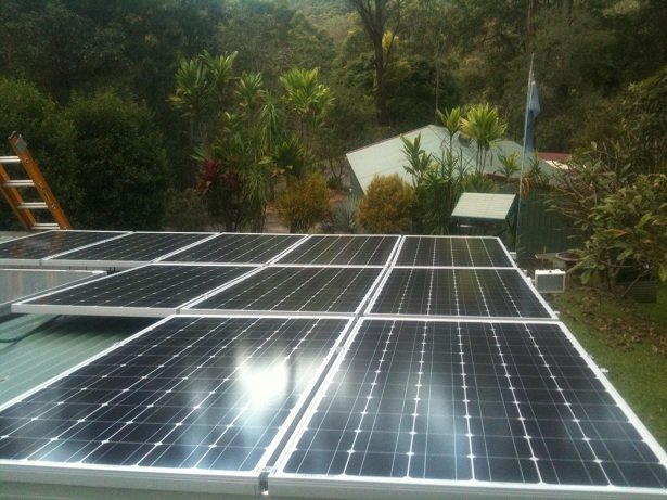 Solar power Tallebudgera - Pieter & Sandra's 3.04 kW Solar Power System